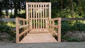 Loopbrug met poort